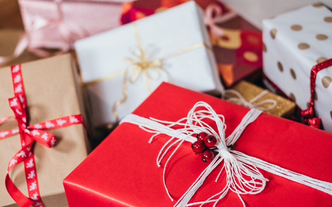 15 Holiday Gift Ideas for Employees